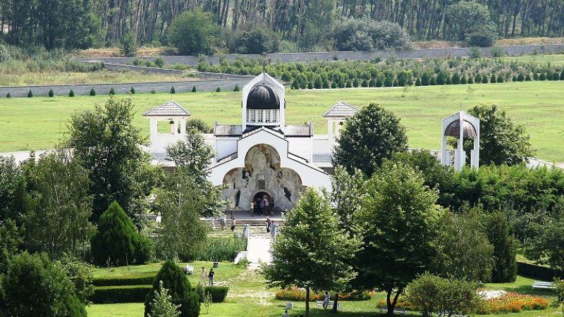 Двудневна екскурзия до Роженски манастир,Златолист, Мелник и Рупите снимка 4