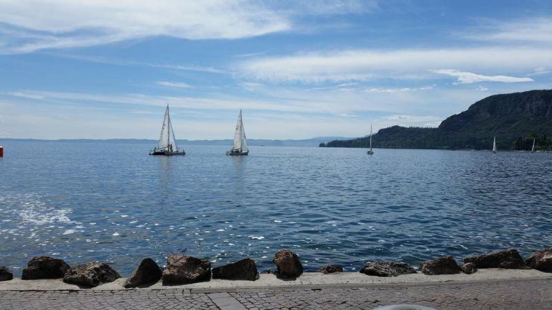 Майски празници на остров Санторини - потвърдена чартърна програма с полет от София! снимка 2