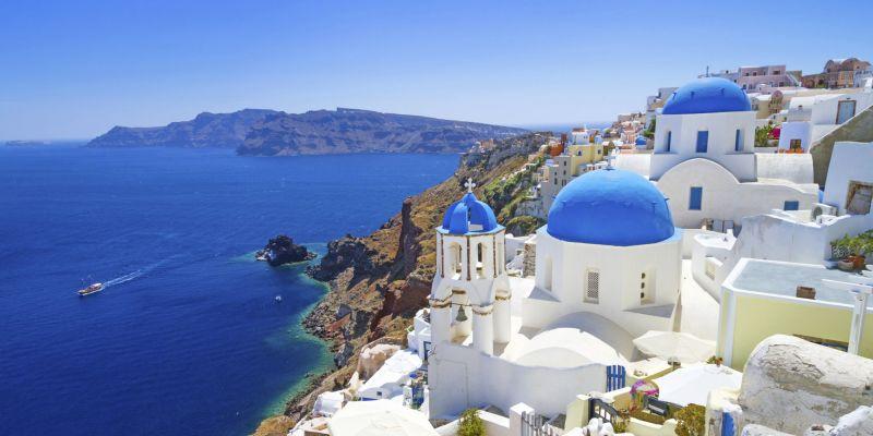 Майски празници на остров Санторини - потвърдена чартърна програма с полет от София! снимка 1