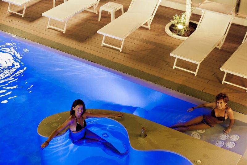 ПОЧИВКА В ИТАЛИЯ, РИМИНИ – почивка за всеки вкус: плажове с фин пясък, нестихващ нощен живот, богата култура! снимка 3