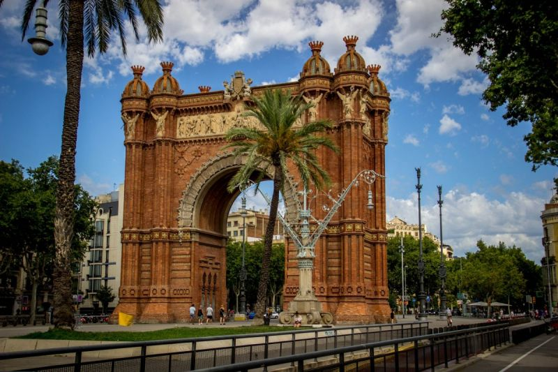 Първа пролет в Барселона - със самолет и обслужване на български език! снимка 7