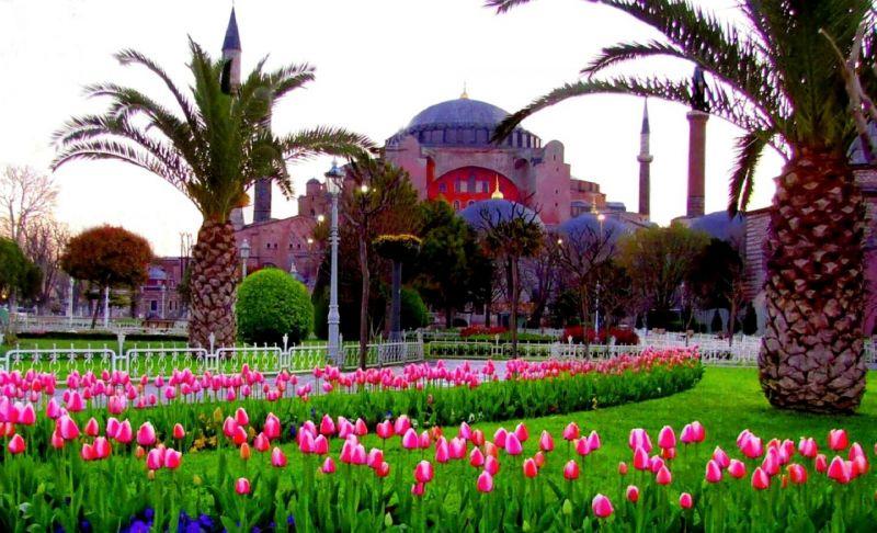 Фестивалът на лалето в Истанбул и Желязната църква снимка 3
