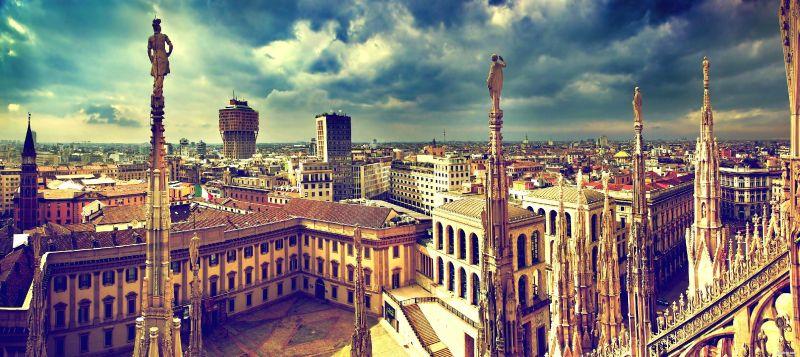 Милано – столицата на модата, самолетна програма с обслужване на български език! снимка 1