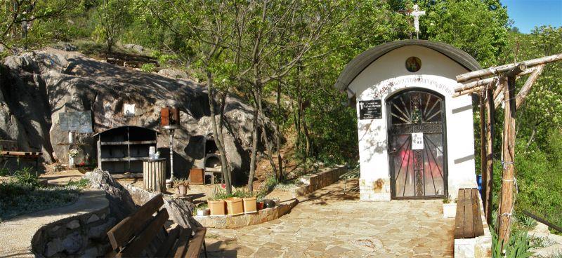 "Чирпан - Манастир "" Свети Атанасий"" - Стъпката на Богородица снимка 2"